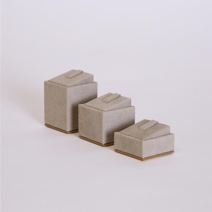 Jewelry display - cubetto inclinato lato