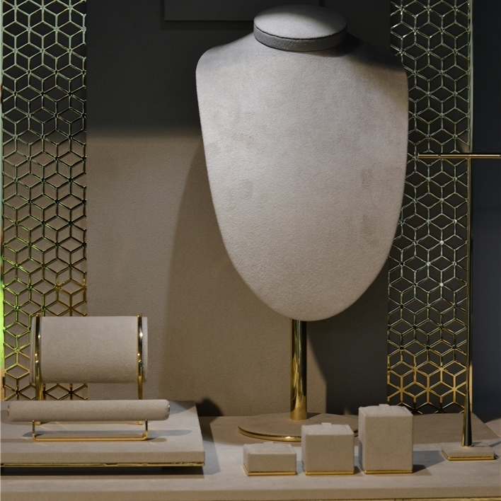 GET INSPIRATION FOR YOUR JEWELLERY DISPLAYS - DSC 0014