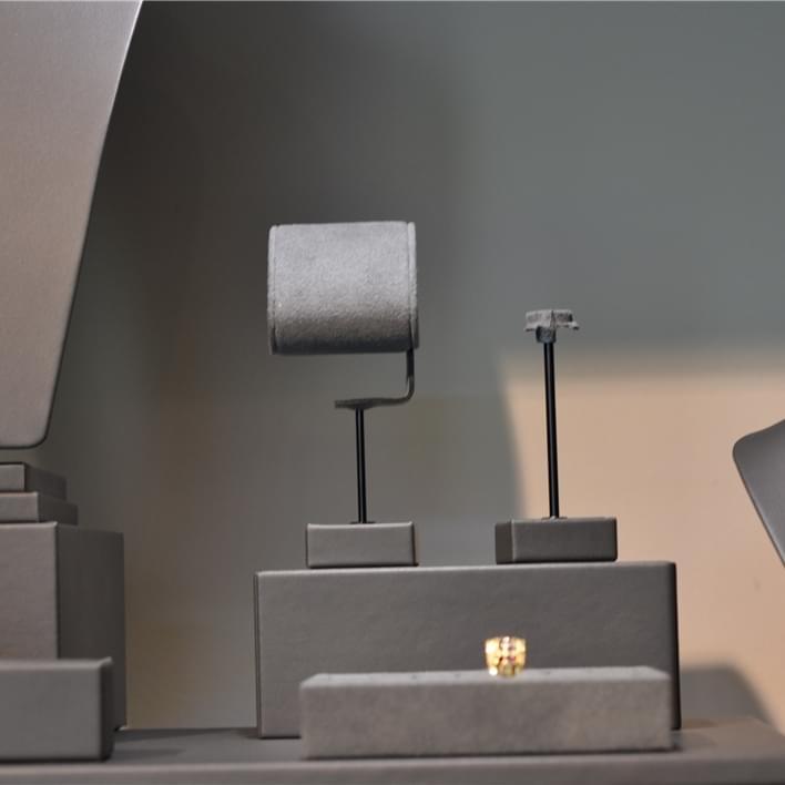 Jewelry display - DSC 0053