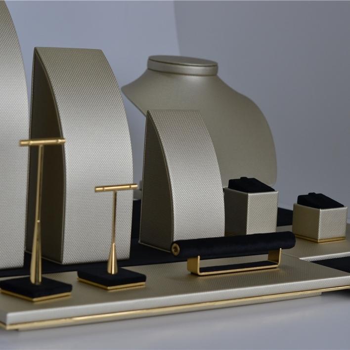 Displays set & Exhibitors - DSC 0143