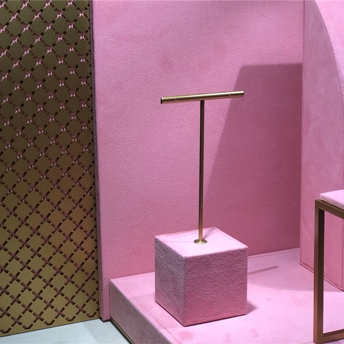GET INSPIRATION FOR YOUR JEWELLERY DISPLAYS - IMG 1355 (2)