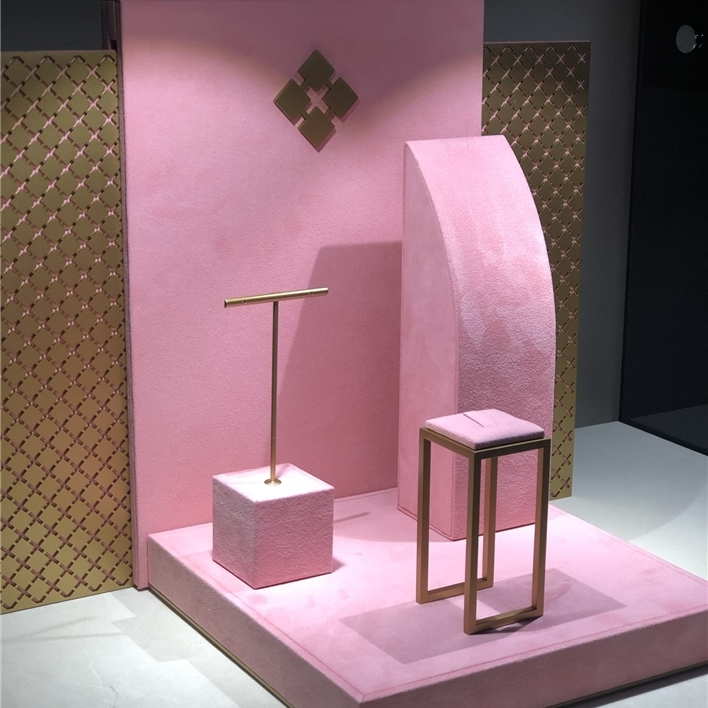 GET INSPIRATION FOR YOUR JEWELLERY DISPLAYS - IMG 1359