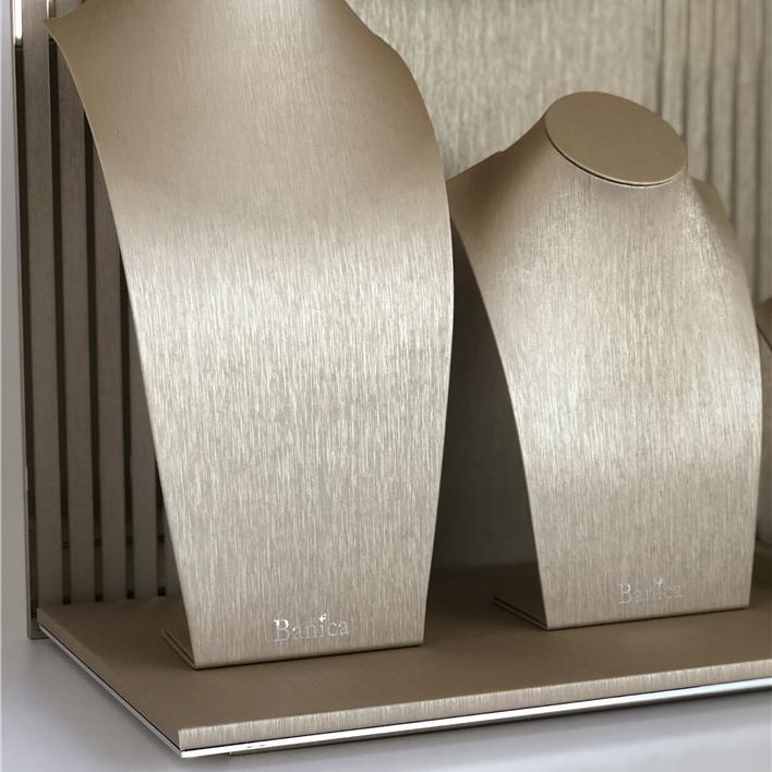 Displays set & Exhibitors - IMG E4944