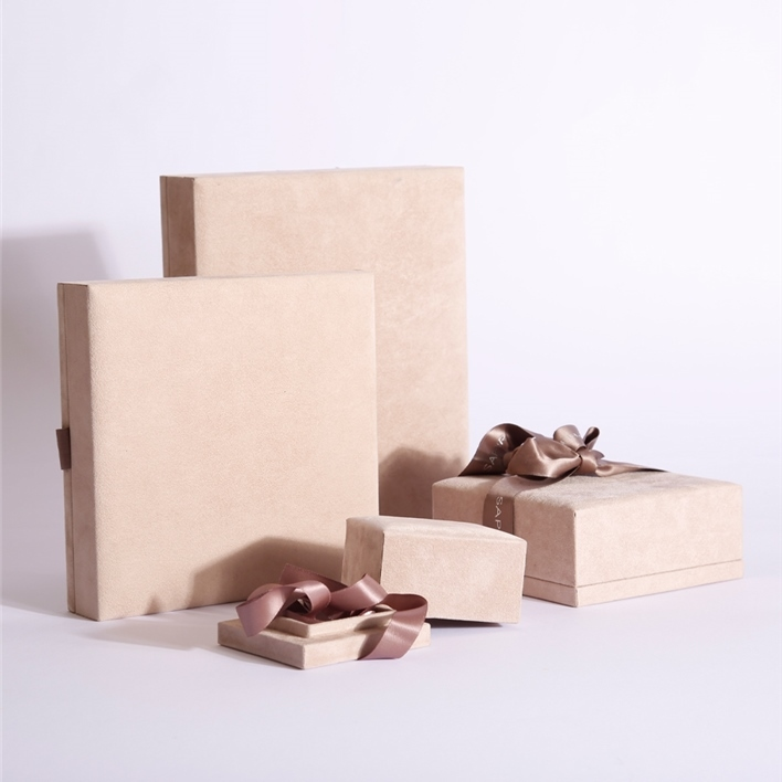 Jewelry boxes - line gold 2