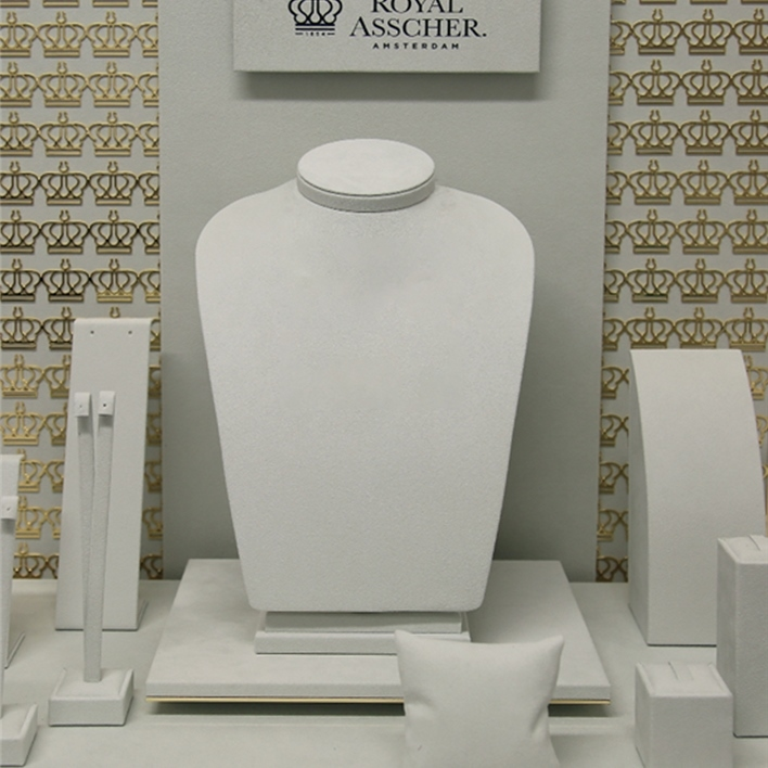GET INSPIRATION FOR YOUR JEWELLERY DISPLAYS - royal asschel 920x970 intera